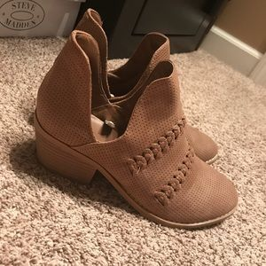 Shoes - UNIVERSAL THREAD TAN BOOTIES